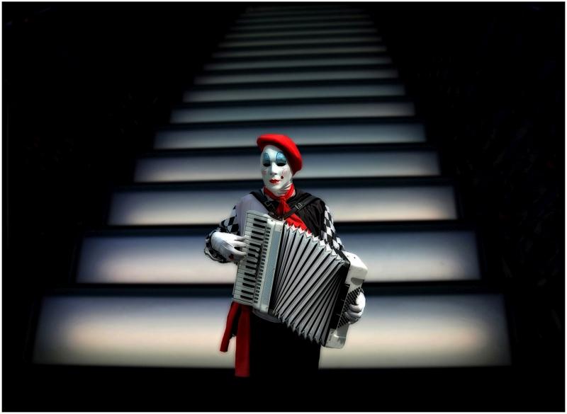Ole Suszkiewicz Harmonica Clown