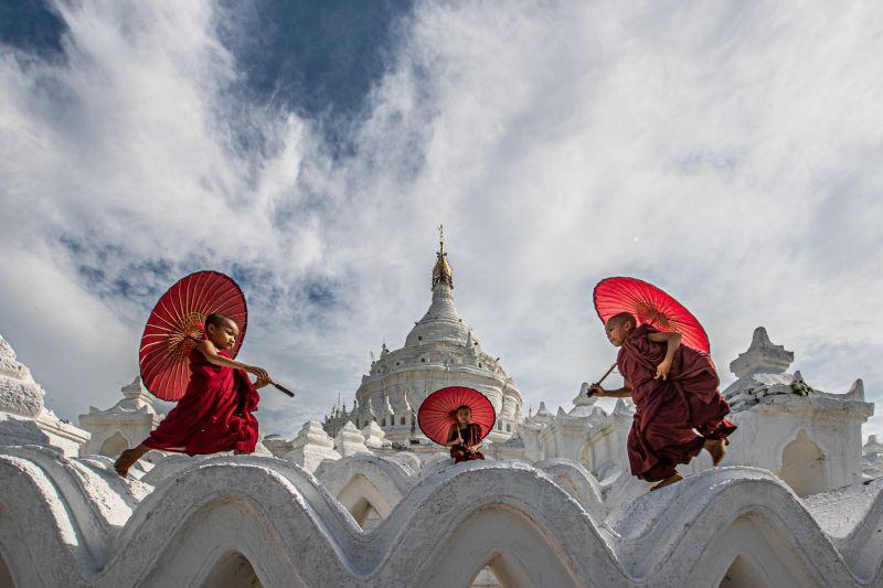 Three Monk Playing, Tran  Chinh , Usa