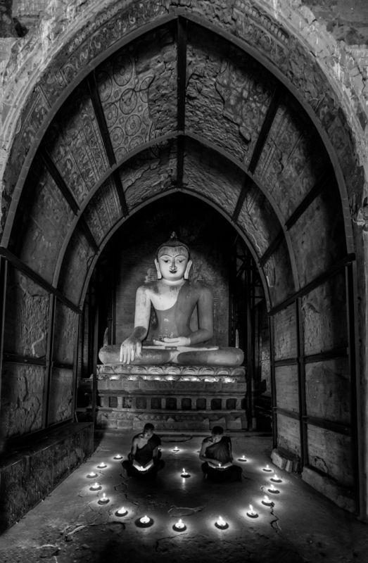 Praying BW, Tran  Chinh , Usa