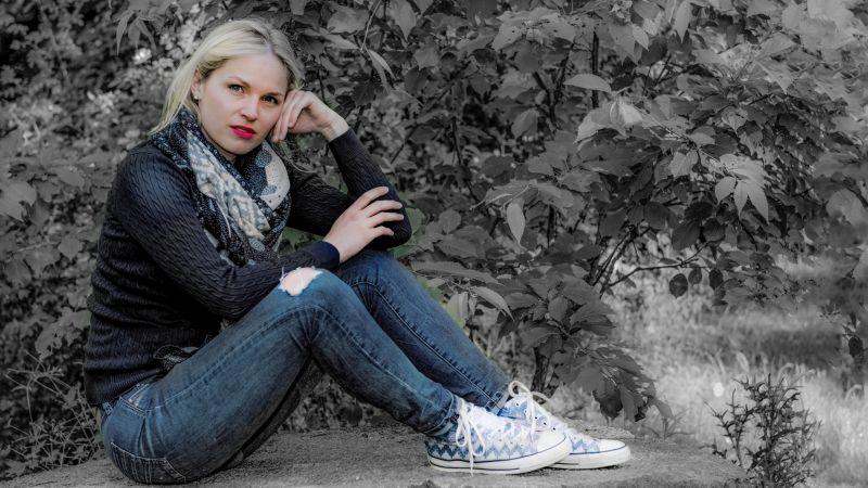 Sitting In The Garden, Foerster  Helmut , Germany