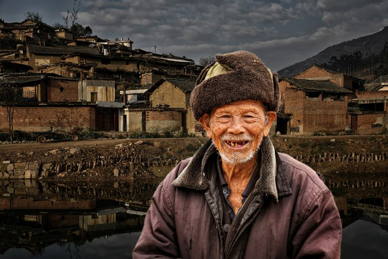 Old Man In Village Town, Tan  Lee Eng , Singapore