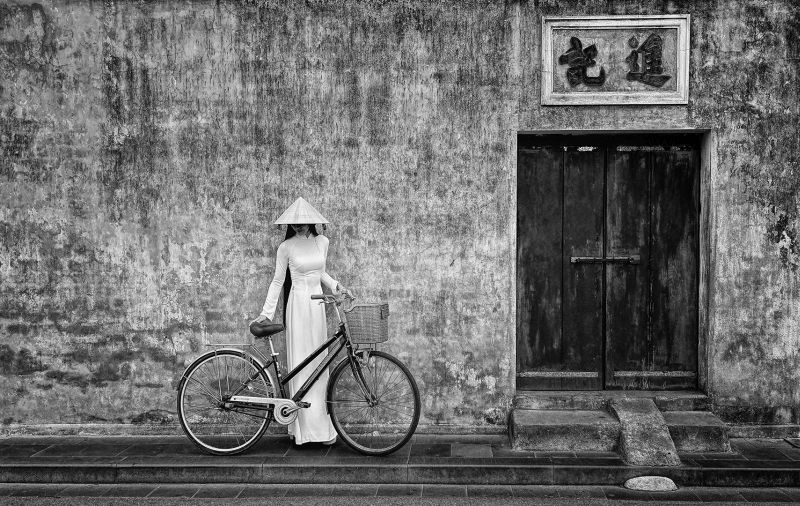 Viet Lady Hold Bicycle, Tan  Lee Eng , Singapore