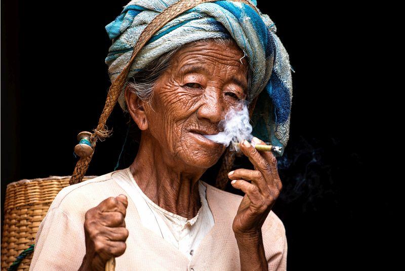 The Smoking Elder, Xie  Changshun , China